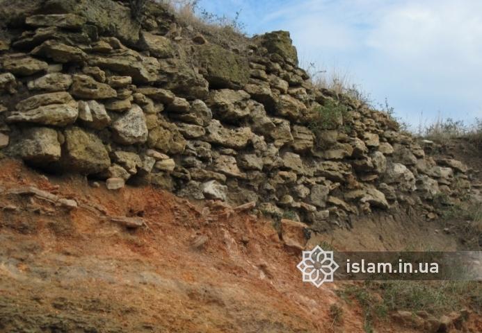 Частина кріпосної стіни замку в Татарбунарах