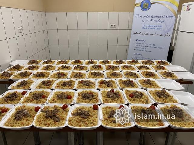 Українські мусульмани в Рамадан не припиняють допомагати нужденним