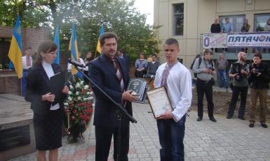 Кримськотатарський центр «Куреш» проводить літературний конкурс серед учнівської молоді