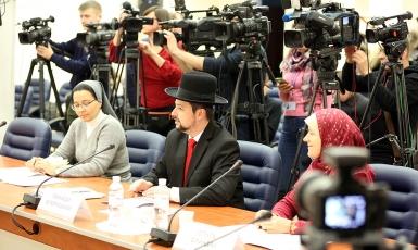 Фото на паспорт в головному уборі: МВС розробило нові вимоги до фотографування на документи