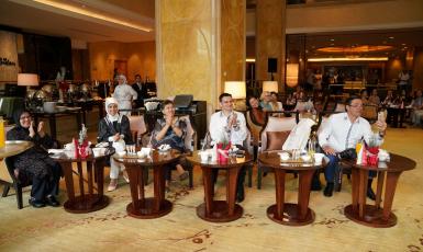 Королівська родина Малайзії милувалась українськими вишиванками