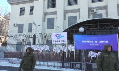 Где без вести пропавшие крымчане? — пикеты у Посольства РФ в Киеве