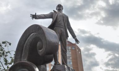 Київському скверу офіційно присвоять ім'я Мусліма Магомаєва