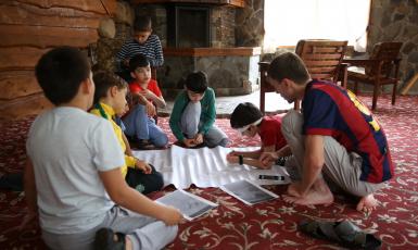 У таборі «Дружба» юні мусульмани проявили свої таланти кінематографістів і художників