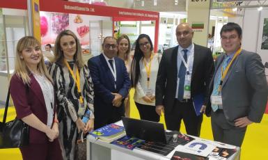 ©️East-Fruit: Украинское ООО «Никдария» (TM iBerry) и Farzana Trading из ОАЭ на выставке WOP Dubai 2019 подписали соглашение о регулярных авиапоставках украинской голубики