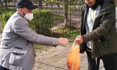Активисты северодонецкого ИКЦ накануне Рамадана раздали продуктовую помощь студентам-мусульманам