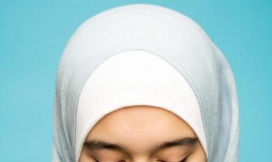 Три нью-йоркские мусульманки получат $ 180 тысяч компенсации за принуждение снять хиджабы в полиции