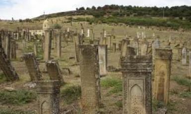 У Криму заради авторасс і газопроводів розоряють мусульманські кладовища