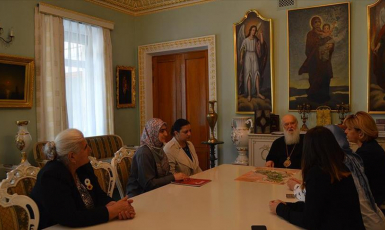 Head of Ukrainian Orthodox Church pledges support to all-women convoy's projects during Kiev visit