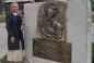 ©️Українська родина/Урядовий кур'єр: Голова громади «Українська родина» у місті Анталія (Туреччина) Віта Михайлова біля барельєфа Тарасові Шевченку, який мають відкрити після закінчення карантину