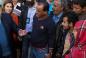 Генерельний секретар Антоніу Гутерреш, на той момент Верховний комісар з прав біженців, і Спеціальний посланник з гуманітарних питань в Кувейті Абдаллах аль-Матук в поселенні для сирійських біженців на півдні Лівану. © УВКБ ООН / І. Прікетт