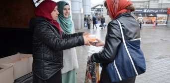 The Muslim women of Dnipro city fed several dozens of the poor