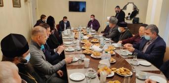 ©ІКЦ м. Дніпро/фейсбук: Молитовний сніданок у Дніпровській міській раді за участю представників релігійних центрів і організацій