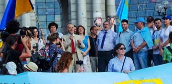 Вільним і чистим тебе пронесемо: в Україні відзначили День кримськотатарського прапора
