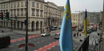 У центрі Варшави з'явився кримськотатарський прапор