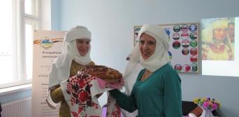 «Стежками історії: жіноча хустка» — День хіджабу в Сумах