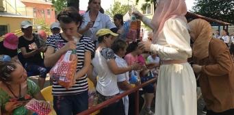 Мусульманки-волонтери Одеси в Рамадан відвідали підопічних інтернатів