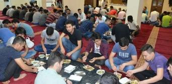Мы поражены таким количеством постящихся и молящихся, — имам мечети Днепра