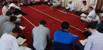 Рамадан — не лише місяць посту: мусульмани столиці завершили колективні читання Корану