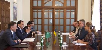 Украина и Туркменистан поддерживают активный политический диалог