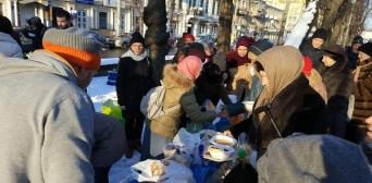 Мусульманки приєдналися до акції волонтерської групи «Допоможи бездомному»