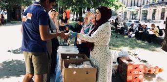Волонтери «Мар'ям» у Рамадан годували бездомних