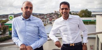 ©️The Guardian: Засновники «Euro Garages» Зубер і Мохсин Ісса в Блекберні