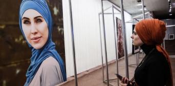 Гімн України та мусульманська молитва: В Києві відкрито виставку в пам'ять Аміни Окуєвої