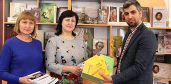 Тернопільська обласна бібліотека для молоді отримала в дар книги від ІКЦ м. Львова