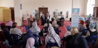 Заходи до Дня хіджабу тривають — про право жінок на хустку говорили в ІКЦ Києва