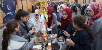 Учні гімназії «Наше майбутнє» провели черговий добродійний ярмарокУченики гимназии «Наше будущее» провели очередную благотворительную ярмарку