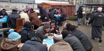 фейсбук: Северодонецк. Мусульмане еженедельно готовят обеды для малоимущих и бездомных