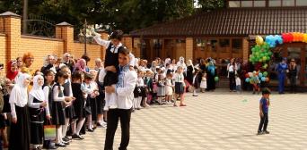 Учебный год в гимназии «Наше будущее» начался с гимна Украины и аятов Корана