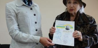 «Тарас Шевченко єднає народи»: Аміну Окуєву нагородили за «Заповіт» чеченською