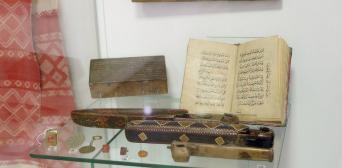 У Львівському музеї історії релігії можна побачити рукописні Корани XVII — ХІХ ст.