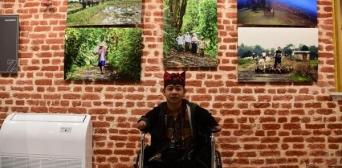 Родившийся без рук и без ног мусульманин стал известным фотохудожником
