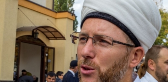 Ukraine carries out Russian-style raid of Islamic Cultural Centre