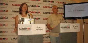 Координатор Кримської польовий місії Ольга Скрипник та аналітик місії Віссаріон Асєєв