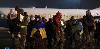 ©СБУ: 01.01.2021, Киев. Из сирийских лагерей для мигрантов вернули девять женщин с детьми