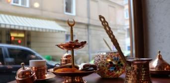 Крим залишають ресторатори, а в Україні відкриваються кримськотатарські кафе