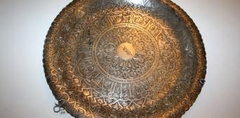 Срібна тарілка, подарована П. Тичині другим президентом Єгипту