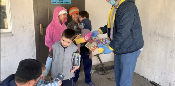 A Hundred Grocery Packs For Poor Muslims of Kherson Region