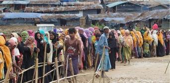 Тысячи рохинджа ожидают разрешения на пересечение границы с Бангладеш